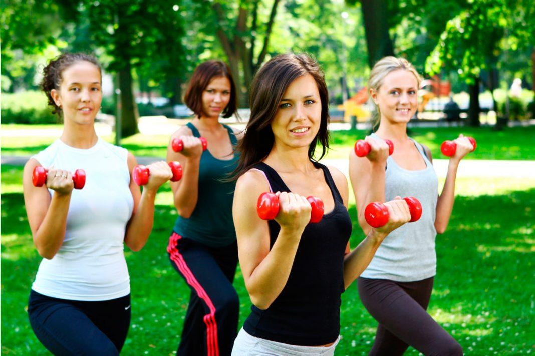 фитнес в парке для мамочек